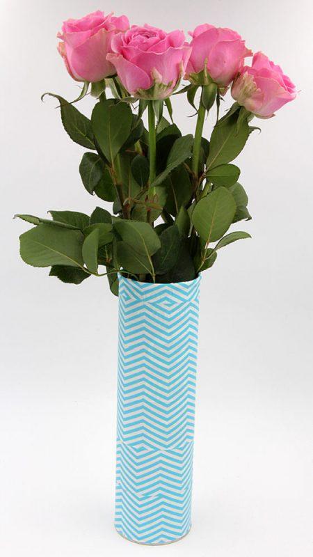 Selbst gemachte Vase aus einer Pringles Dose