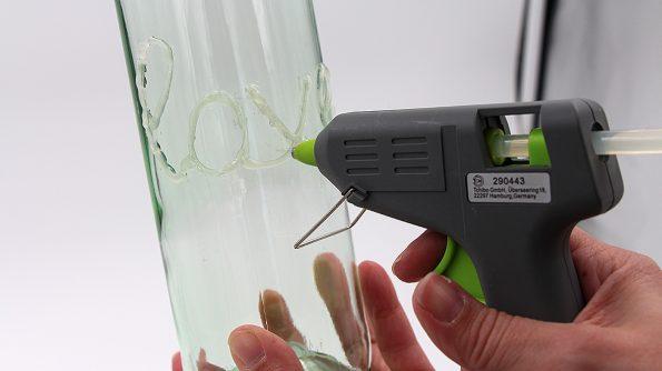 Weinflasche als Vase upcyceln