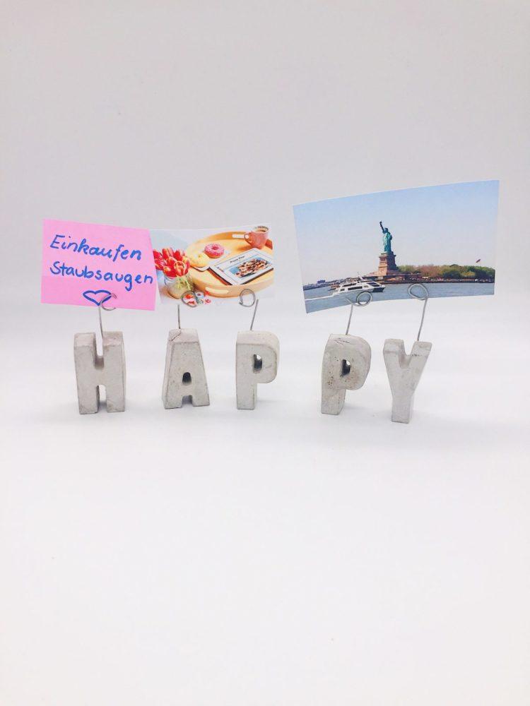 Schöne DIY Deko Idee. Buchstaben aus Blitzzement