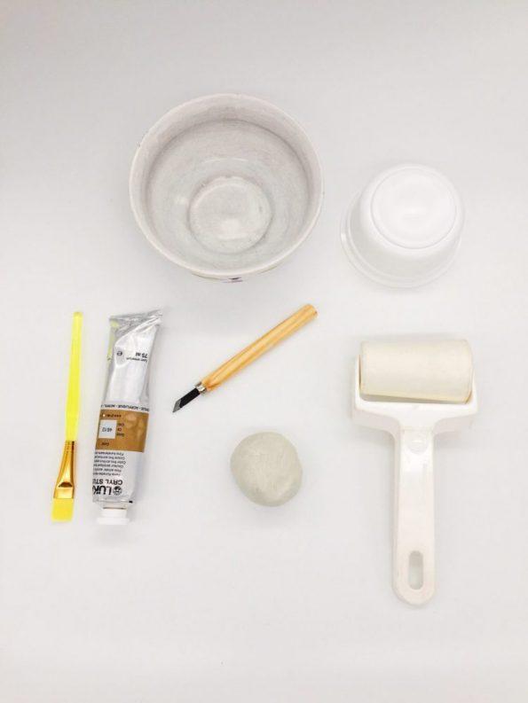 Das Material für die selbst gemachten Schalen
