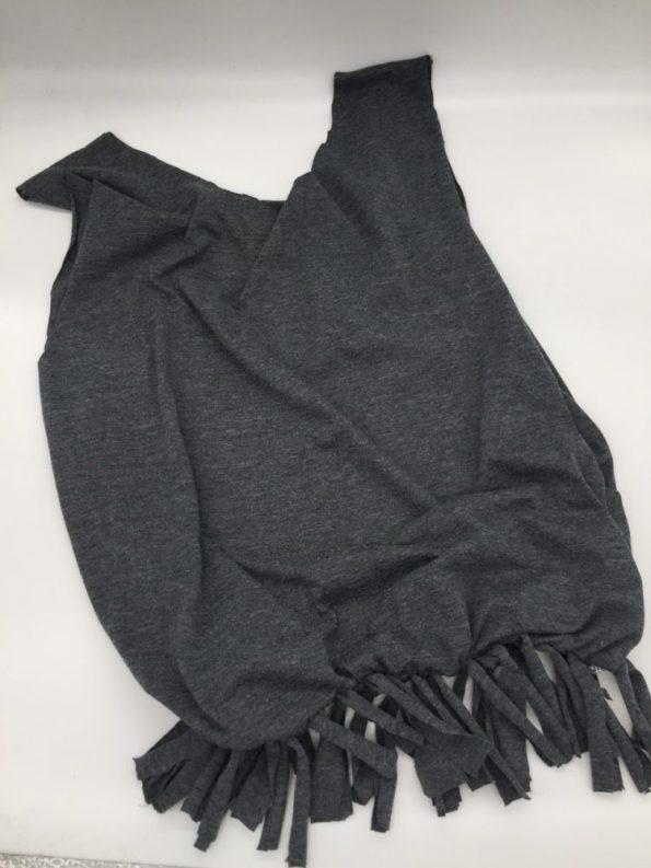 Tasche aus T-Shirt Fransen je zweimal zusammenknoten