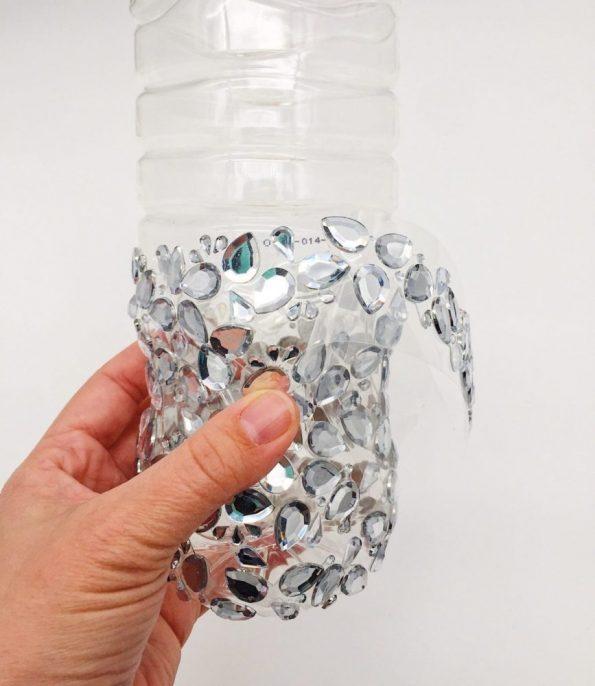diy upcycling vase aus plastik flasche. Black Bedroom Furniture Sets. Home Design Ideas