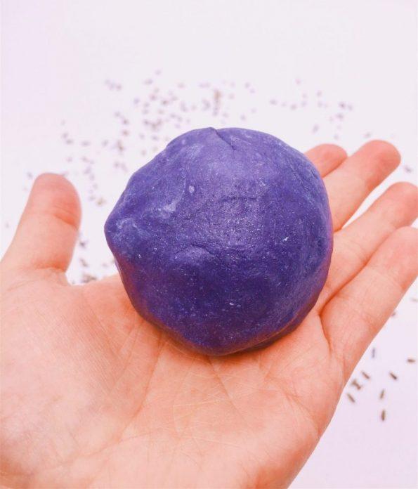 Knete mit Lavendel selber machen