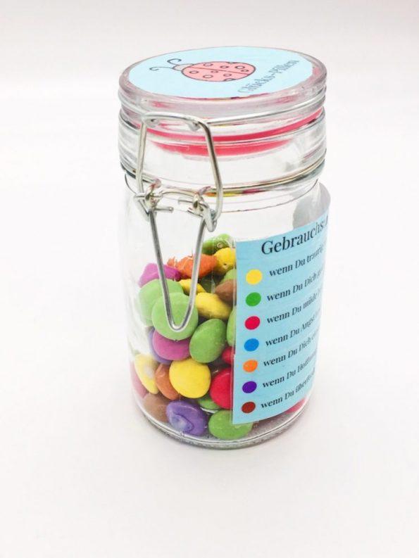 Geschenke im Glas für Kinder selber machen: mit Smarties
