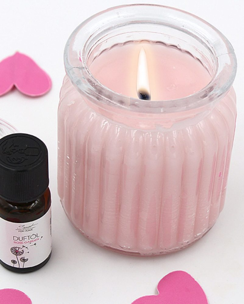 duftkerzen selber machen mit rose und lavendel happy. Black Bedroom Furniture Sets. Home Design Ideas