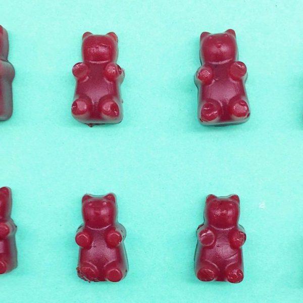 DIY Geschenkideen: Rote vegane Gummibärchen selber machen