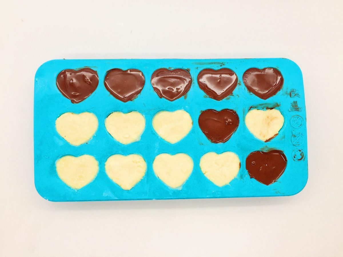herzen aus schokolade selber machen einfache geschenkideen. Black Bedroom Furniture Sets. Home Design Ideas