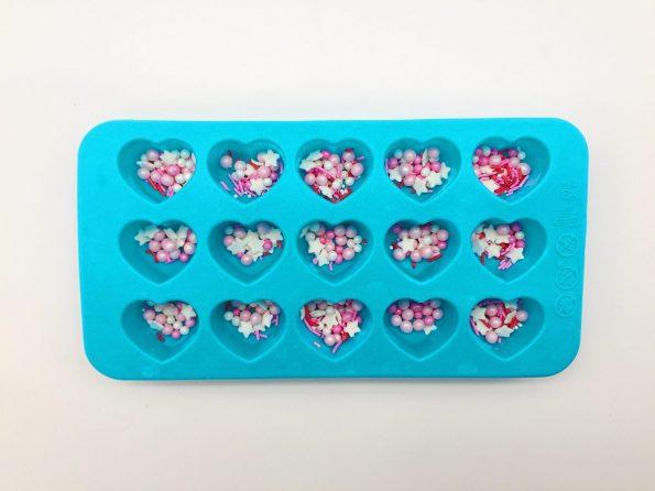 Herzen aus Schokolade selber machen mit Zucker Verzierung