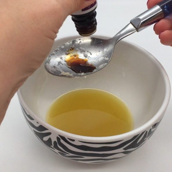 lippenbalsam selber machen mit vanille und bienenwachs. Black Bedroom Furniture Sets. Home Design Ideas