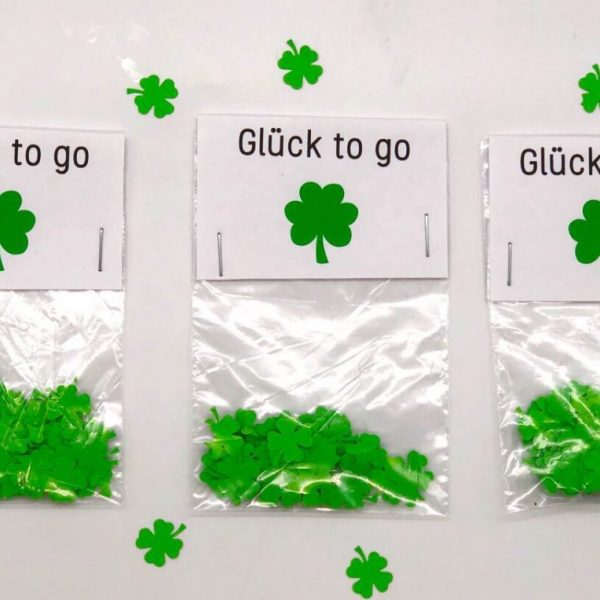 geschenke originell verpacken konfetti selber machen