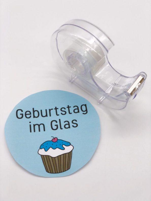 DIY Geschenke im Glas selber machen: Etikett mit Tesafilm überkleben