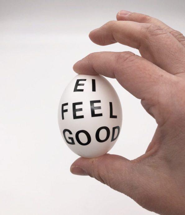 Ostereier bemalen in schwarz weiß schnelle DIY Ideen Motiv: Ei feel good