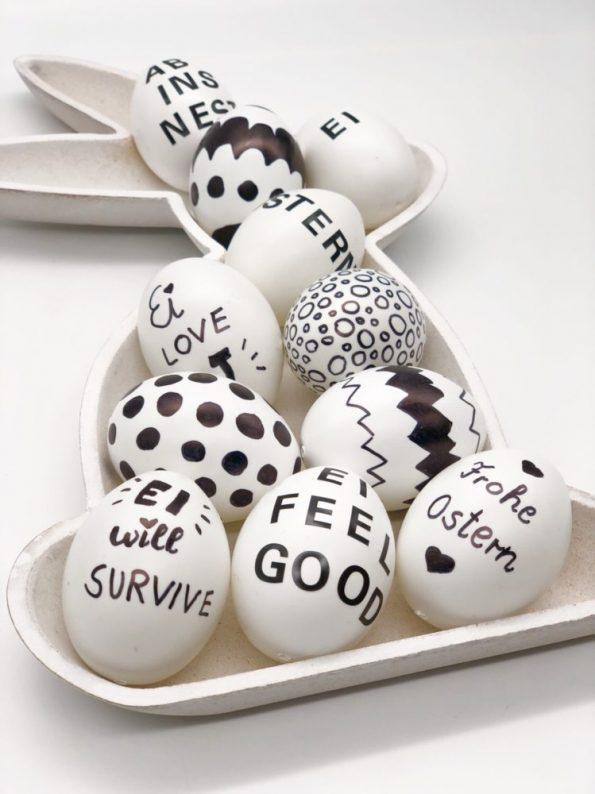 Schöne Osterdekoration: schwarz weiß bemalte Eier selber machen