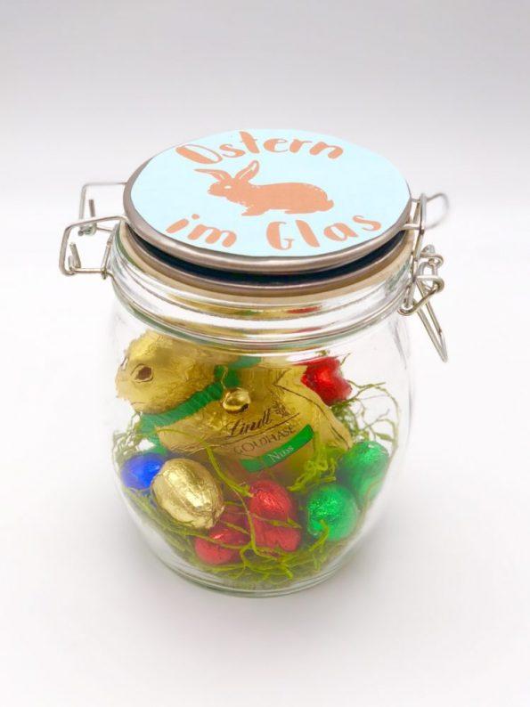 Süße DIY Geschenke zu Ostern - Osternest im Glas braun