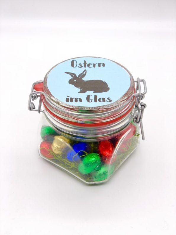 Süße DIY Geschenke zu Ostern - Osternest im Glas schwarz