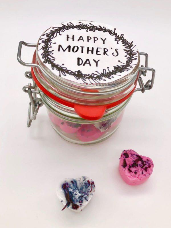 Seifen Herzen zum Muttertag verschenken im Glas mit Free Printable