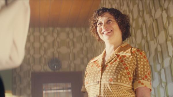 Auch Lothars Mama freut sich über den Kühlschrank von OTTO