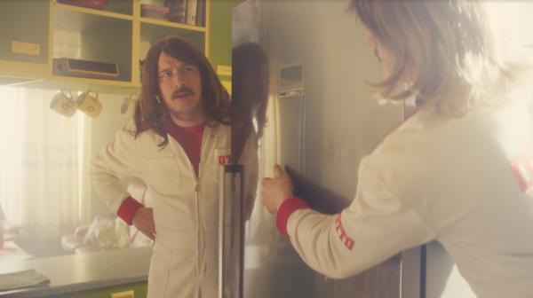 OTTO Mitarbeiter liefern Kühlschrank im Jahr 1974