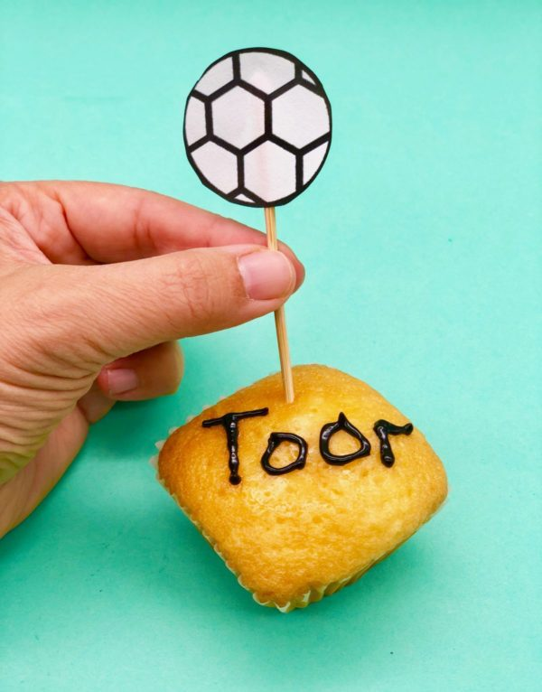 Muffins mit Fußball Deko verzieren - schnelle Snacks selber machen für die WM