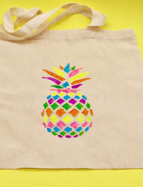 Perfekt für das Sommer outfit: Stoffbeutel mit Ananas Druck