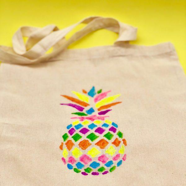 Sommerliches Upcycling: Stoffbeutel mit Ananas Druck