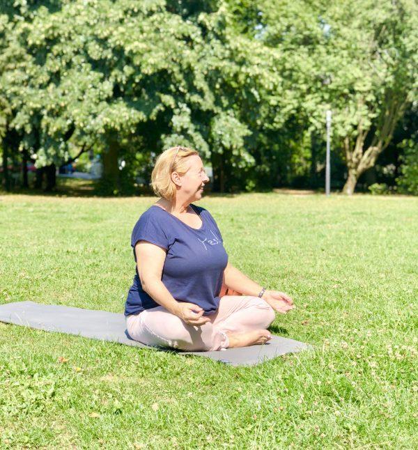 Yoga im Park mit Christiane Glöckler