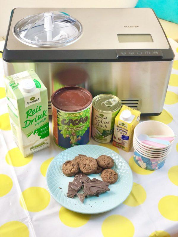Der Dolce Bacio Eiscremebereiter von Klarstein und die Zutaten für ein Veganer Schoko Eis