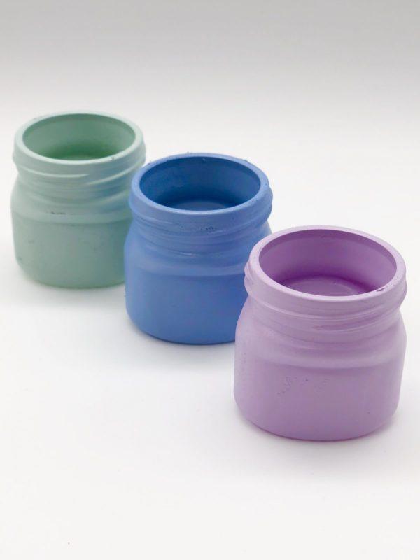 Upcycling Schritt 1: Einweg Gläser mit Farbspray besprühen