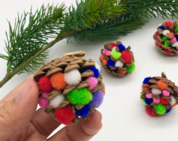 Mini Tannenzapfen mit Pompoms -süße Deko für Herbst und Winter