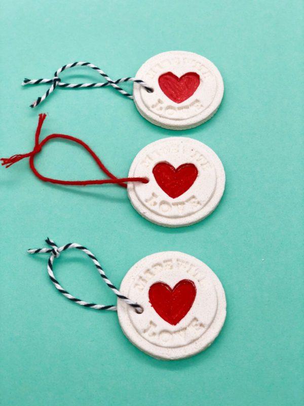 DIY Geschenke Anhänger aus Salzteig - süße Idee zum Verpacken
