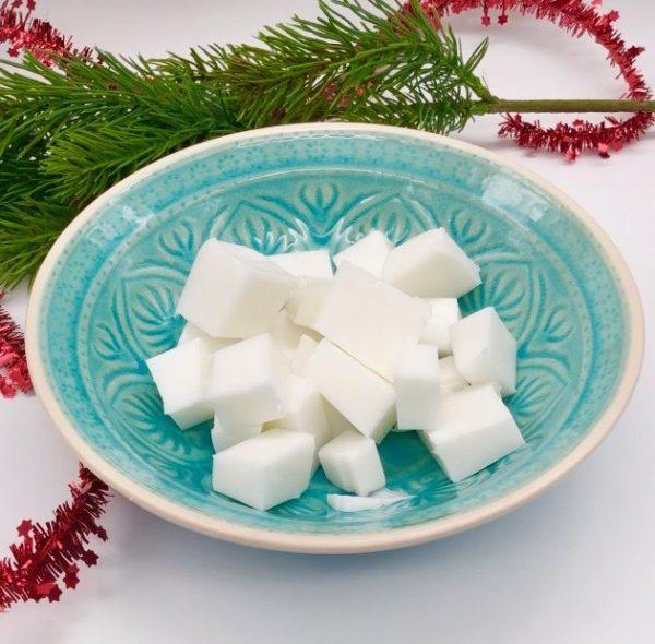 Seife selber machen - Geschenke zu Weihnachten: Rohre seife in kleine Stücke schneiden