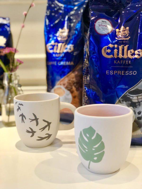 Schönes Andenken an den gemeinsamen Workshop mit EIlles Kaffee: die selbst bemalten Tassen